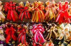 Η κορδέλλα και το τόξο είναι σε πολλά χρώματα στοκ εικόνα με δικαίωμα ελεύθερης χρήσης