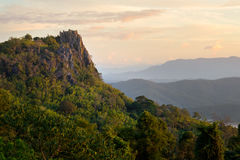Η κορυφή του απότομου βράχου στοκ φωτογραφία με δικαίωμα ελεύθερης χρήσης