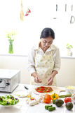 Η κουζίνα, πίτσα, κάνει Στοκ Φωτογραφία