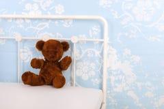 Η κρεβατοκάμαρα παιδιών με γεμισμένος αντέχει Στοκ Εικόνες