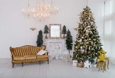 Η κρεβατοκάμαρα που διακοσμείται μέχρι τα Χριστούγεννα στοκ εικόνα με δικαίωμα ελεύθερης χρήσης