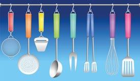Η κρεμάστρα εργαλείων κουζινών χρωματίζει τα μαχαιροπήρουνα ελεύθερη απεικόνιση δικαιώματος