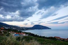 Η Κριμαία Artek αντέχει seascape βουνών το βράδυ Στοκ Φωτογραφία