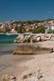 Η κροατική παραλία πετρών χώρισε πλησίον Στοκ εικόνα με δικαίωμα ελεύθερης χρήσης
