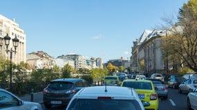 Η κυκλοφοριακή συμφόρηση στο δρόμο Pantelimon στην πόλη του Βουκουρεστι'ου στη Ρουμανία Στοκ Εικόνα