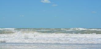 Η κυματωγή είναι επάνω στο Κόλπο του Μεξικού στην ινδική παραλία βράχων, Φλώριδα Στοκ εικόνες με δικαίωμα ελεύθερης χρήσης