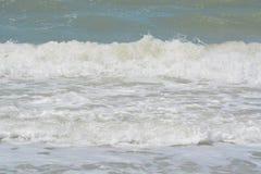Η κυματωγή είναι επάνω στο Κόλπο του Μεξικού στην ινδική παραλία βράχων, Φλώριδα Στοκ Εικόνα