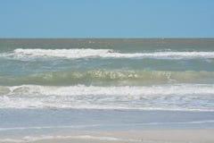 Η κυματωγή είναι επάνω στο Κόλπο του Μεξικού στην ινδική παραλία βράχων, Φλώριδα Στοκ φωτογραφίες με δικαίωμα ελεύθερης χρήσης