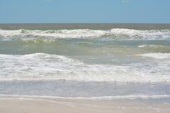 Η κυματωγή είναι επάνω στο Κόλπο του Μεξικού στην ινδική παραλία βράχων, Φλώριδα Στοκ Φωτογραφία