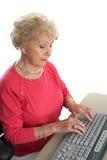 η κυρία υπολογιστών μαθαίνει τον πρεσβύτερο Στοκ εικόνα με δικαίωμα ελεύθερης χρήσης