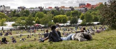Η Κυριακή στο πάρκο Βερολίνο Γερμανία Mauer Στοκ φωτογραφίες με δικαίωμα ελεύθερης χρήσης