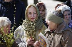Η Κυριακή φοινικών Κλάδοι των ιτιών στα χέρια Στοκ εικόνες με δικαίωμα ελεύθερης χρήσης