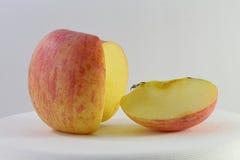 Η κόκκινες Apple και φέτα μήλων Στοκ εικόνα με δικαίωμα ελεύθερης χρήσης