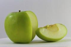 Η κόκκινες Apple και φέτα μήλων Στοκ Εικόνες