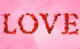 Η κόκκινη λέξη αγάπης bokeh γράφει στο ρόδινο υπόβαθρο μορφής καρδιών, γεγονός διακοπών ημέρας βαλεντίνων Στοκ Εικόνες