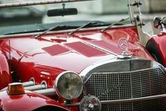 Η κόκκινη αναδρομική Mercedes Στοκ Φωτογραφία