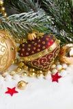 Η κόκκινη και χρυσή καρδιά Χριστουγέννων με το δέντρο Στοκ Εικόνα