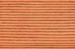 Η κόκκινη καφετιά κεραμική στέγη κεραμώνει το υπόβαθρο σχεδίων στοκ εικόνες