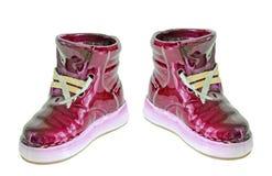 Η κόκκινη κεραμική μπότα, πάνινο παπούτσι, κλείνει επάνω, απομονωμένο, άσπρο υπόβαθρο Στοκ Φωτογραφία