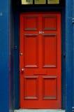 Η κόκκινη πόρτα στοκ φωτογραφία με δικαίωμα ελεύθερης χρήσης