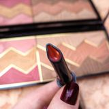 Η κόκκινη σκόνη κραγιόν γυναικών ` s κοκκινίζει μακρο φωτογραφία καλλυντικών παλετών makeup Στοκ εικόνα με δικαίωμα ελεύθερης χρήσης