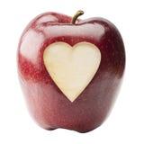 Η κόκκινη Apple με τη μορφή καρδιών που κόβεται στη μέση Στοκ εικόνα με δικαίωμα ελεύθερης χρήσης