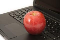 Η κόκκινη Apple στον υπολογιστή Στοκ Φωτογραφία