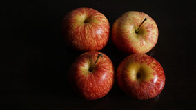 Η κόκκινη Apple στο μαύρο υπόβαθρο Στοκ Εικόνες