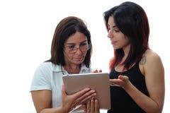 Η κόρη διδάσκει τη μητέρα Στοκ Εικόνα