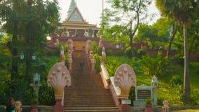 Η κύρια σκάλα Wat Phnom (ναός των βουνών) απόθεμα βίντεο