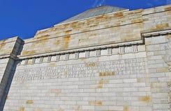 Η λάρνακα της αναμνηστικής λεπτομέρειας τοίχων ενθύμησης με την αφιερωμένη επιγραφή Στοκ Φωτογραφία