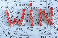 Η λέξη κερδίζει αποτελείται από τα βυτία για τα παιχνίδια bingo στοκ φωτογραφία