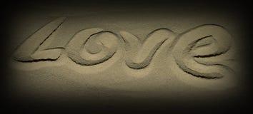"""Η λέξη """"ΑΓΑΠΗ """"που γράφεται στην άμμο στοκ εικόνες με δικαίωμα ελεύθερης χρήσης"""