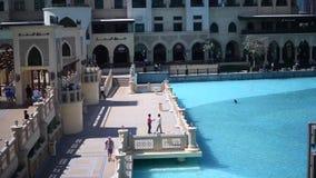 Η λίμνη πηγών του Ντουμπάι στην ημέρα απόθεμα βίντεο