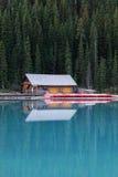 η λίμνη σπιτιών βαρκών Στοκ Εικόνες