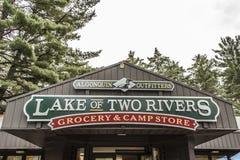 Η λίμνη του Καναδά Οντάριο δύο ποταμών campground αποθηκεύει Algonquin outfitters Algonquin στο εθνικό πάρκο Στοκ εικόνες με δικαίωμα ελεύθερης χρήσης