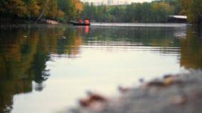 Η λίμνη φθινοπώρου απόθεμα βίντεο