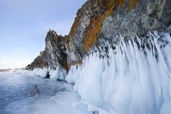 Η λίμνη Baikal είναι μια παγωμένη χειμερινή ημέρα Μεγαλύτερη λίμνη γλυκού νερού Λα στοκ εικόνες