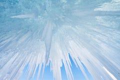 Η λίμνη Baikal καλύπτεται με τον πάγο και το χιόνι, ισχυρό κρύο, παχύ cle στοκ εικόνα με δικαίωμα ελεύθερης χρήσης