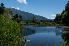 Η λίμνη Seerosenweiher σε Lans Tirol στοκ εικόνες