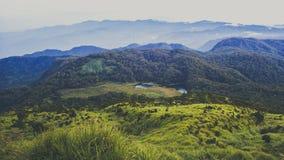 Η λίμνη Venado τοποθετεί Apo Φιλιππίνες, συλλογή απορριμμάτων στοκ φωτογραφία με δικαίωμα ελεύθερης χρήσης