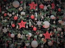 η λεπτομέρεια διακοσμήσεων Χριστουγέννων βρίσκει περισσότερο το δέντρο χαρτοφυλακίων μου στοκ φωτογραφίες