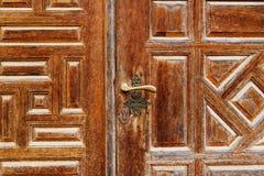 Η λεπτομέρεια μιας πόρτας με τις αραβικές γλυπτικές ύφους στο παλάτι Beit Bachir Chahabi εμίρηδων ed-δειπνεί στο υποστήριγμα Λίβα Στοκ Εικόνες