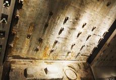 Η λεπτομερής άποψη των θεμελίων δίδυμων πύργων παραμένει στο εθνικό 9-11 αναμνηστικό μουσείο στο χαμηλότερο Μανχάταν, Νέα Υόρκη Στοκ Εικόνες
