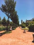 Η Λυών, Γαλλία είναι ένα πάρκο με μια θέση που χαλαρώνει Η στάση πάγκων Μια θέση για να χαλαρώσει τους κατοίκους της πόλης Στους  Στοκ εικόνες με δικαίωμα ελεύθερης χρήσης
