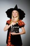 Η μάγισσα με clapboard κινηματογράφων Στοκ φωτογραφία με δικαίωμα ελεύθερης χρήσης