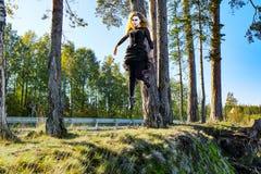 Η μάγισσα πετά σε αποκριές Στοκ εικόνες με δικαίωμα ελεύθερης χρήσης