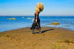 Η μάγισσα στη θάλασσα σε αποκριές Στοκ Φωτογραφία