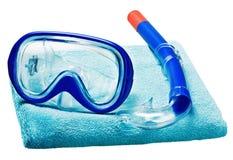 Η μάσκα και κολυμπά με αναπνευτήρα για την κολύμβηση σε μια πετσέτα Στοκ εικόνα με δικαίωμα ελεύθερης χρήσης