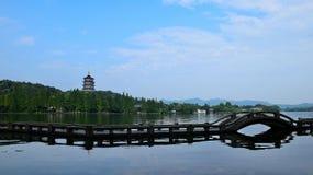Η μακριά γέφυρα Hangzhou πάρκων γεφυρών διπλός-ρίχνει Στοκ Εικόνες